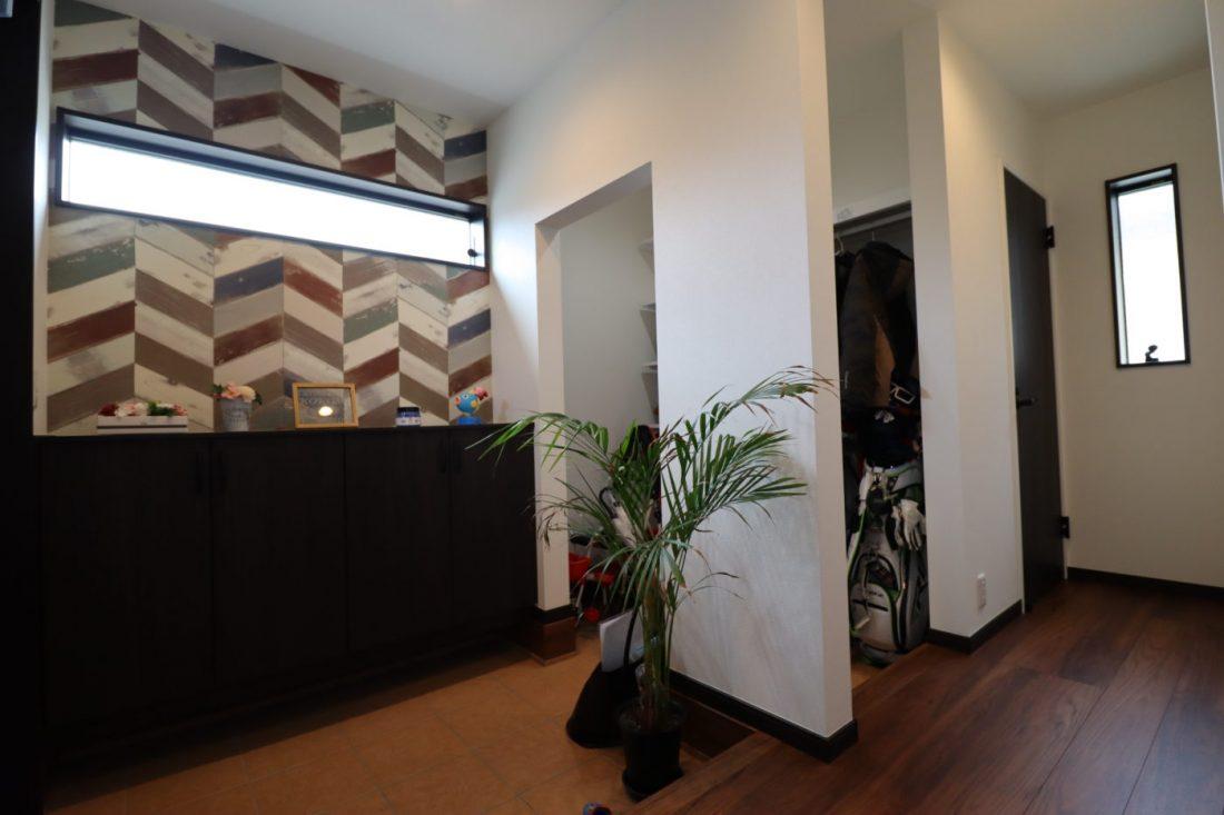 withmamaの家calma(カルマ)玄関ホールとウォークインクローク画像